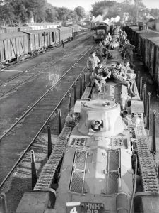 Эшелон с танками Матильда 1 во Франции
