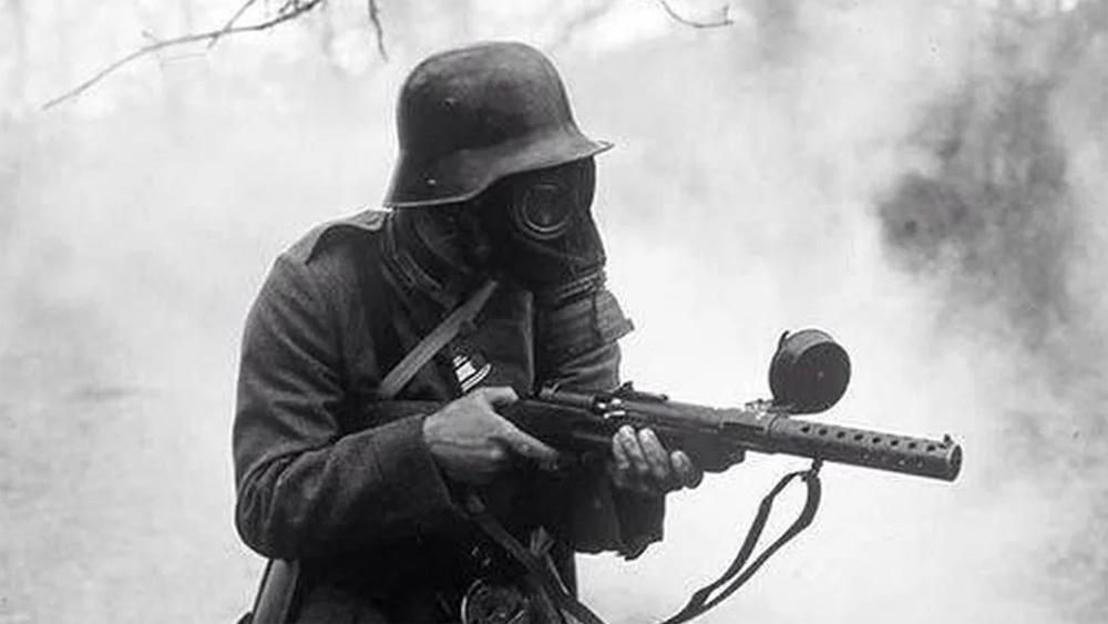 Солдат с MP18