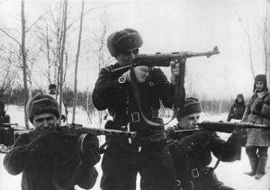 Полковник Лапшов с MP 40