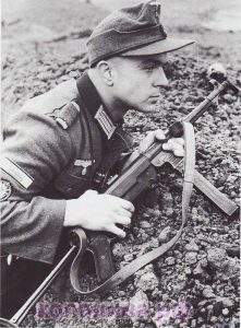 Солдат с MP 40
