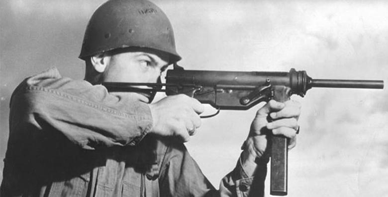Солдат с пистолетом-пулеметом M3