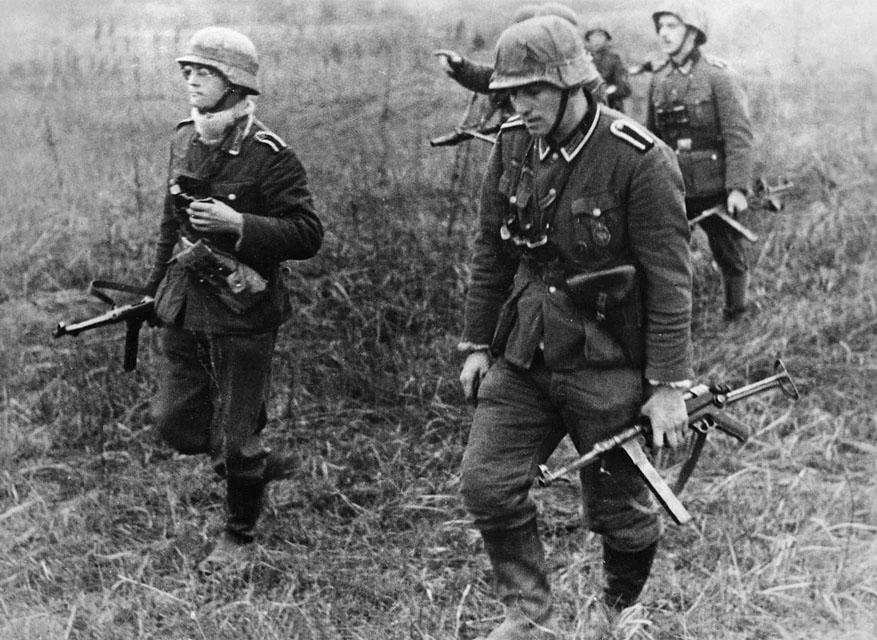 Немецкие солдаты с MP 40