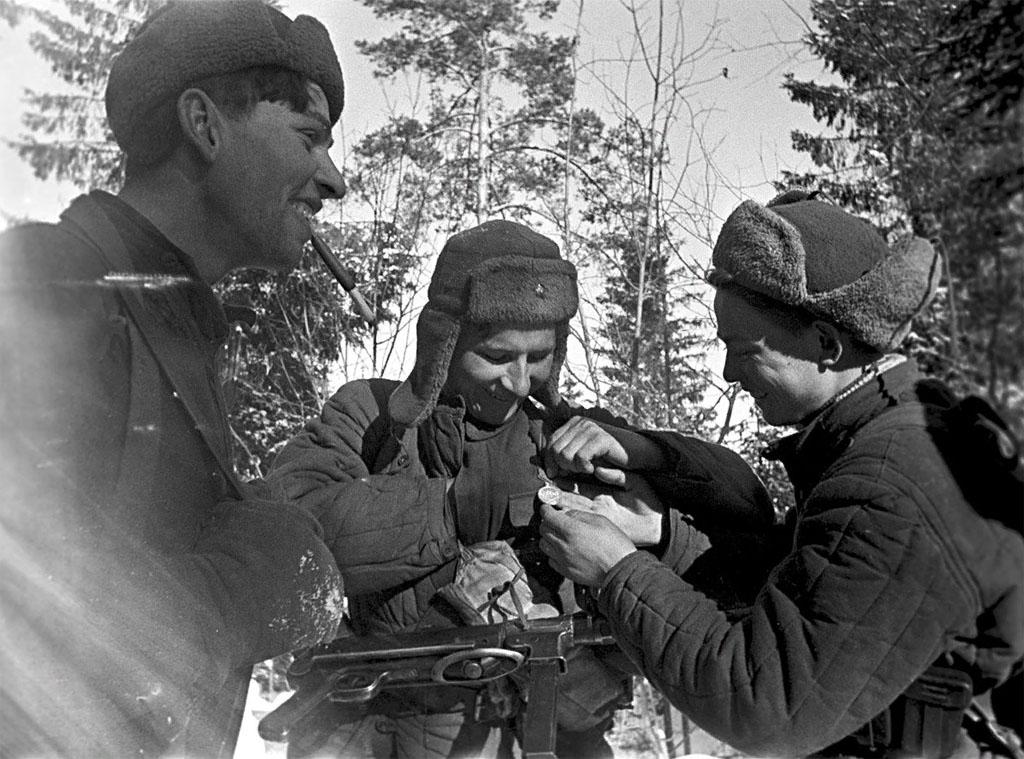 Советские партизаны с MP 40