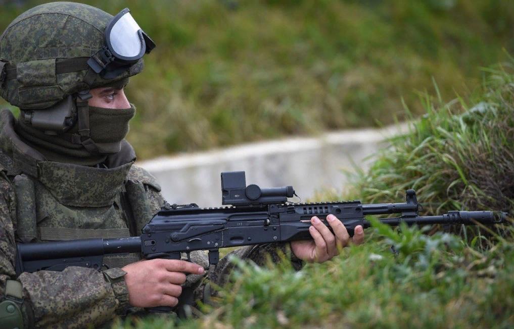 Автомат АК-12 у солдата РФ